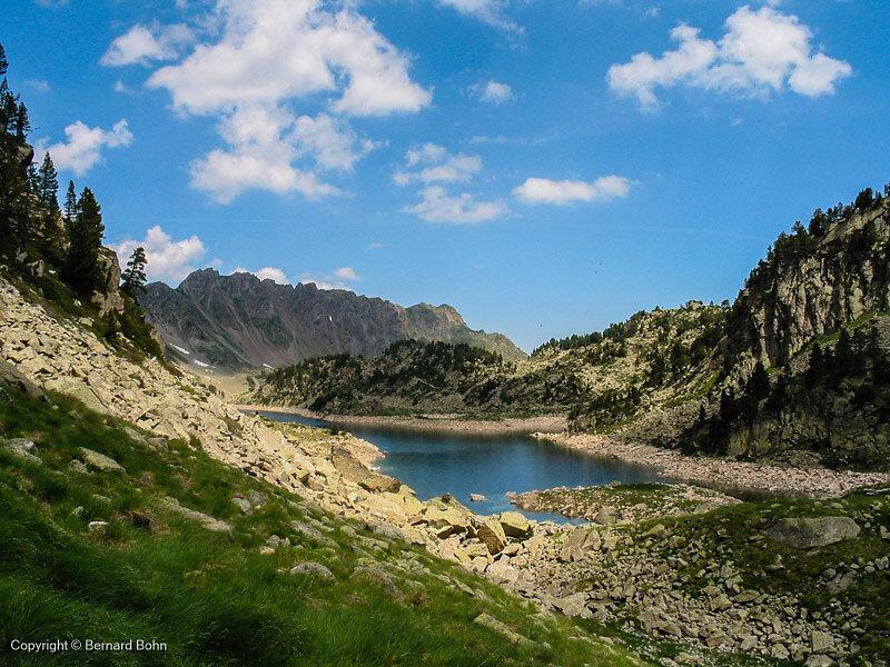 lac de greziolles vu à la montée vers Campana de Cloutou